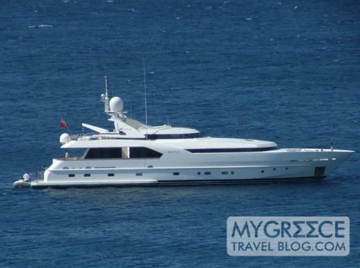 Yacht anchored in Platis Gialos Bay