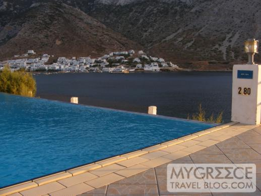 Hotel Delfini Sifnos infinity pool