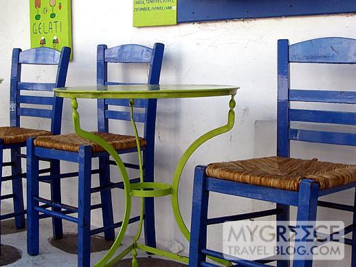 a Mykonos Town cafe