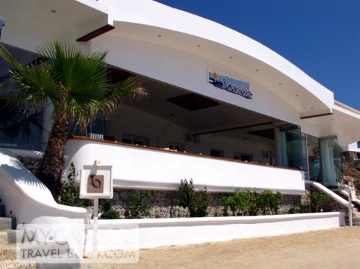 Bonatsa taverna at Platis Gialos beach