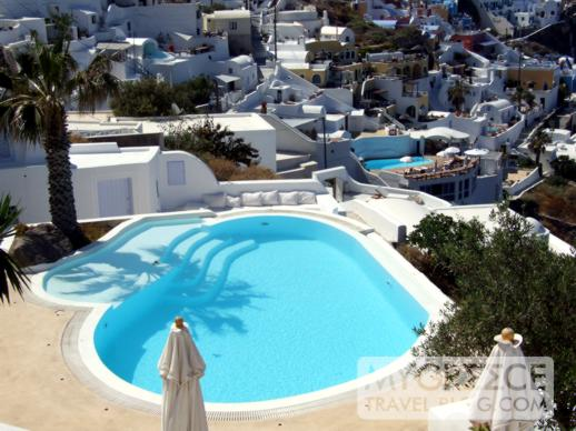 swimming pool in Firostefani Santorini