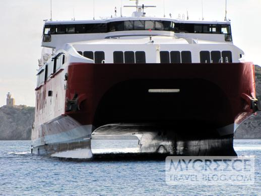 Highspeed 5 arrives at Gialos port on Ios