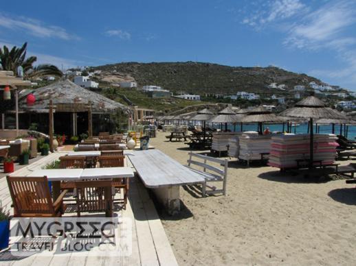 Ithaki restaurant at Ornos beach on Mykonos