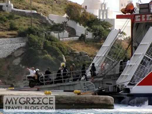 Highspeed 5 at Gialos port on Ios