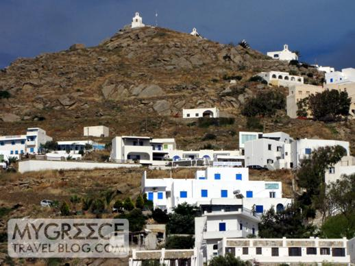 buildings on the hillside between Chora and Gialos