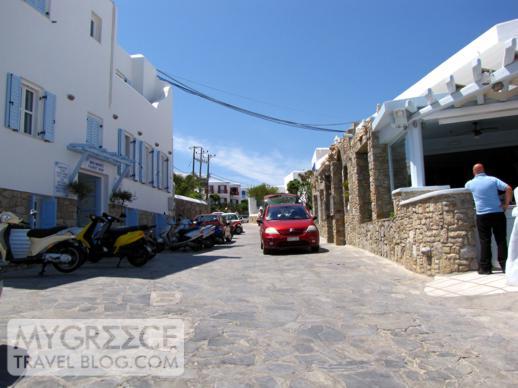 Platis Gialos beach road
