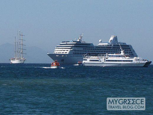 cruise ships and tour boats at Delos island