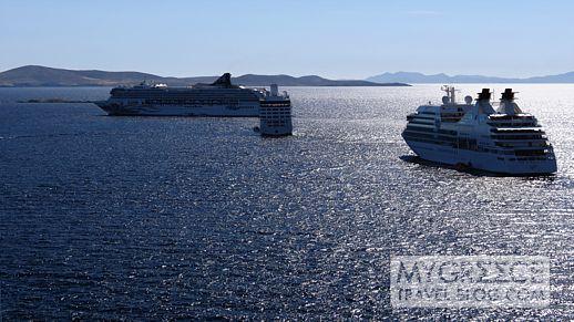 cruise ships at Mykonos