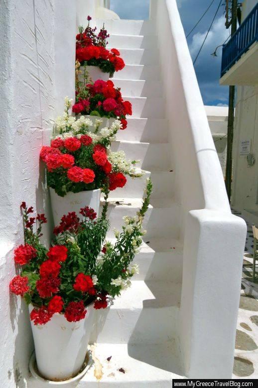 Naoussa flowerpots