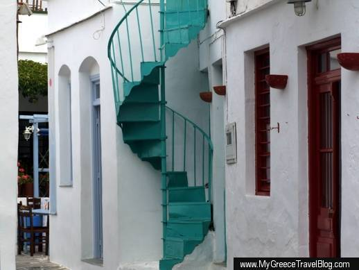 A street in Apollonia village on Sifnos