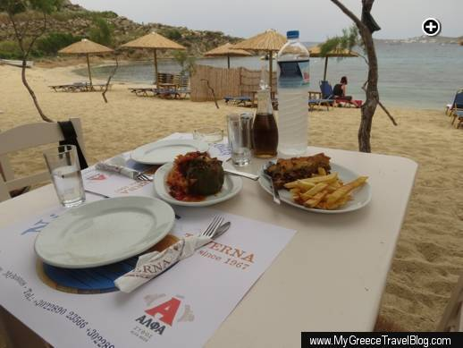 A table on the sand at our favourite Mykonos beach restaurant, Nikolas Taverna at Agia Anna/Paraga