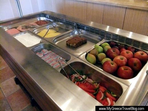 Hotel Spiros breakfast bar
