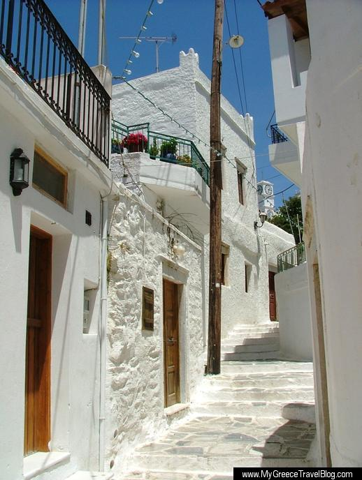 a street in Filoti