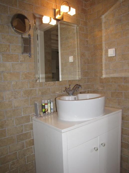 Pearl Suite bathroom at Fildisi Boutique Hotel
