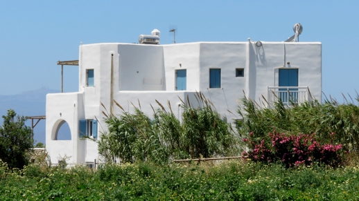 apartments near Plaka beach
