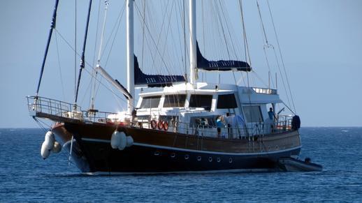 sailing yacht at Agios Prokopios