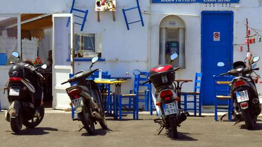 cafe at the Naxos port