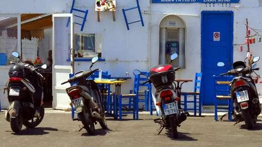 cafe at the Naxos port