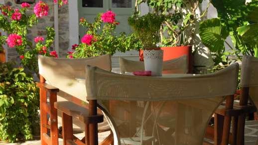 Platanos Cafe in Filoti