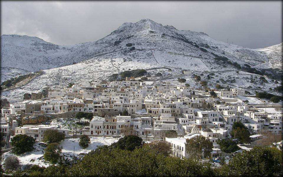 Snow at Apeiranthos village Naxos photo by Νικόλας Γιακουμής
