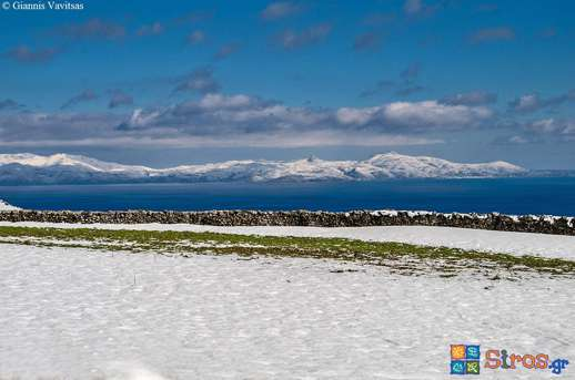 Giannis Vavitsas photograph of snow on Tinos as seen from Syros