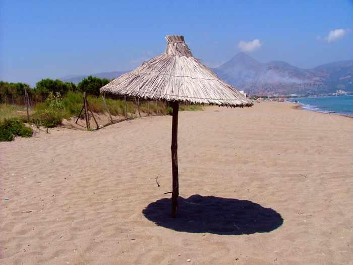 Candia Maris resort beach