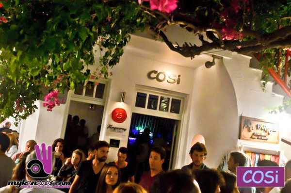 Cosi Cafe-Bar Mykonos photo from mykonooos dot com