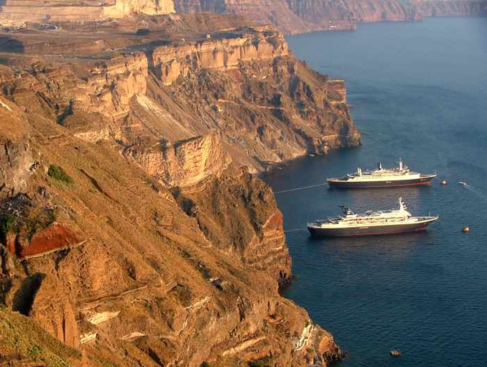 cruise ships at Fira