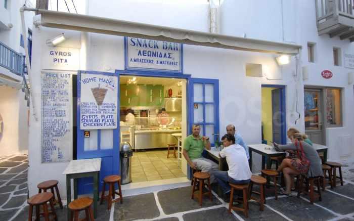 Leonidas Snack Bar Mykonos photo from inmykonos.com