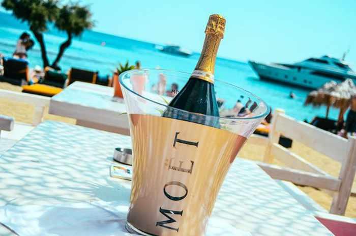 Guapaloca Mykonos champagne photo