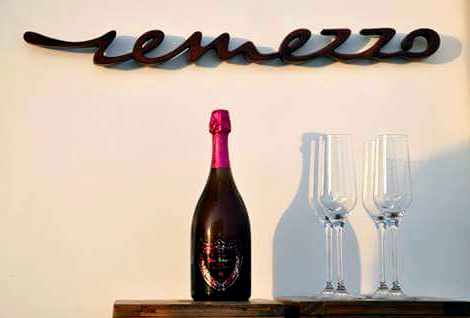 Remezzo Mykonos champagne photo