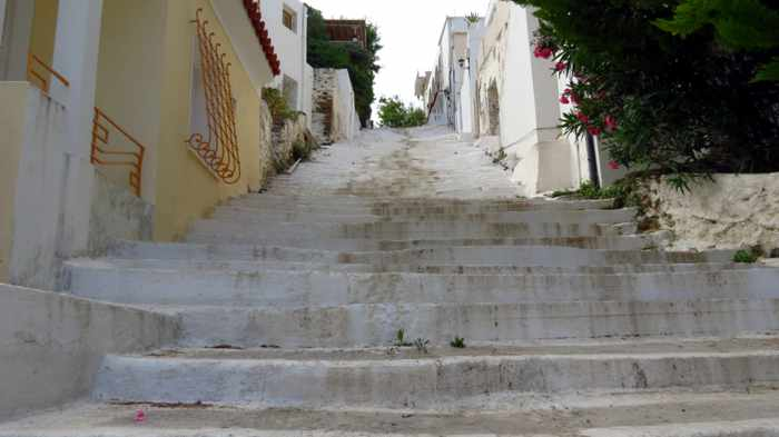 steps from Paraporti beach to Andros Town
