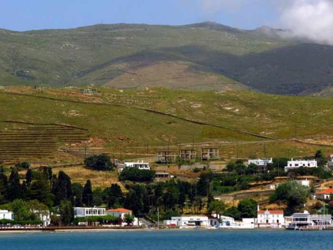 the mountainside behind Nimborio beach