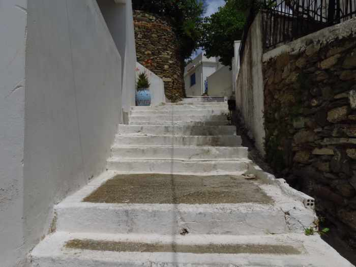 footpath in Stenies