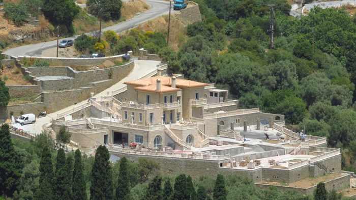 villa under construction in Stenies