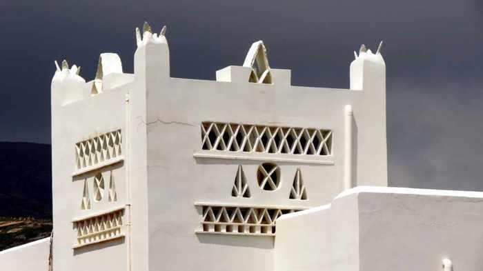 a building in Batsi