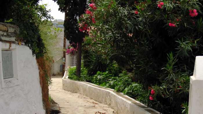 footpath in Stenies village