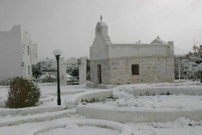 Snow on Paros photo shared on Facebook by ΠΑΡΟΣ like