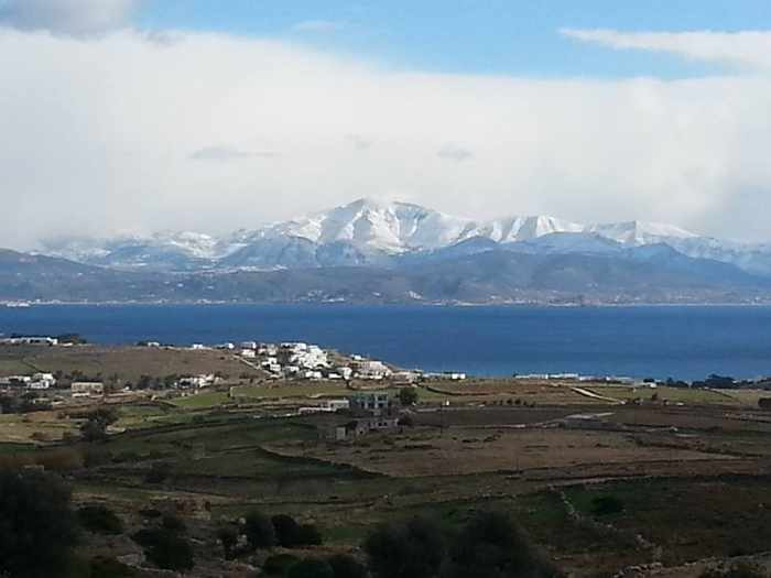 Snow on Naxos mountains photo by ΜΑΝΩΛΗΣ ΡΟΥΣΣΟΣ