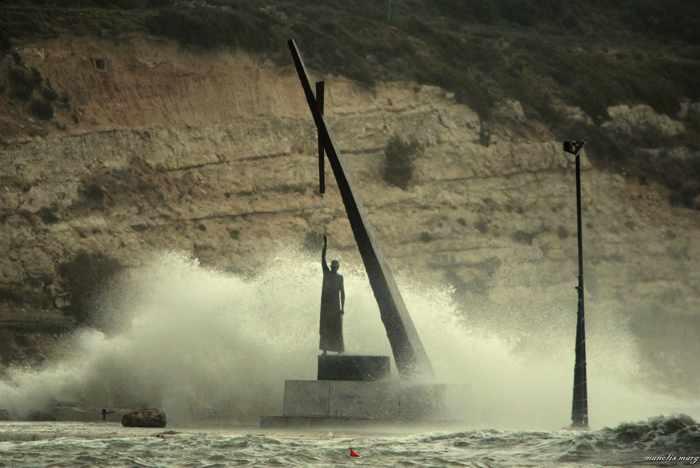 Pthagoras sculpture on Samos photographed by Manolis Marg