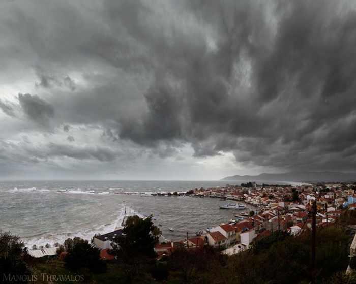 Manolis Thravalos photo of stormclouds above Pythagorion
