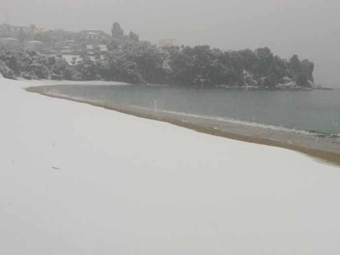 Snow at Achliadas Skiathos photo 03 shared on Facebook by Sakis Zlatoudis