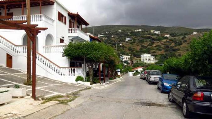 the road through Stivari on Andros