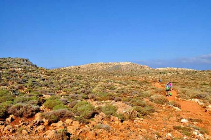 Road-to-Balos walking trail photo by worldwidevegetarian blog
