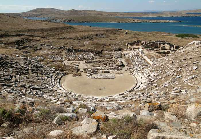 Bernard Gagnon Wikimedia Commons photo of Delos theater