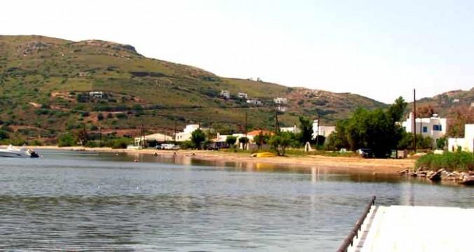 Sandy shore on Gavrio Bay