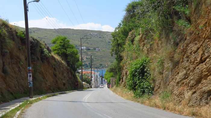 road leading into Gavrio