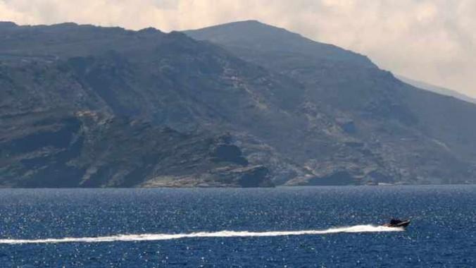 speedboat at Tinos