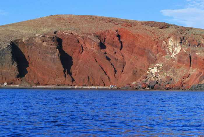 Red Beach Santorini photo by Darya Taranenko