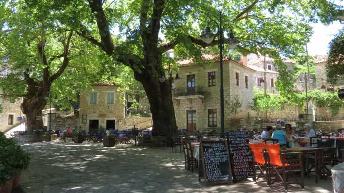 restaurants in Kosmas